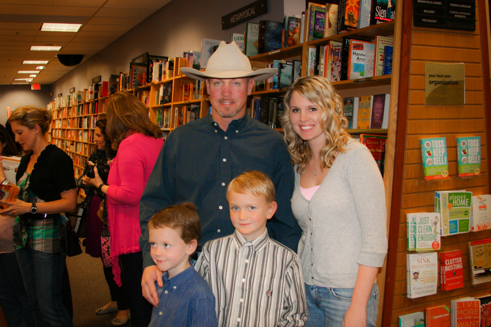 The pioneer woman book signing southern daisy for Pioneer woman ree drummond husband